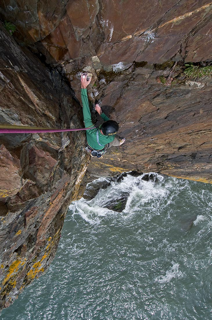 Climbing on Castell Helen at Gogarth